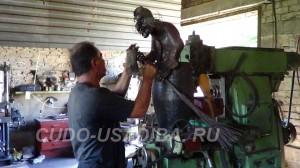 садовая скульптура Баба Яга в дизайне